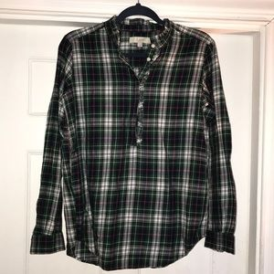 Cute plaid LOFT blouse 🌲Perfect for the holidays